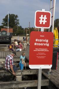 Nye hashtagskilte på Rørvig havn. Foto: John Olsen/photodand.dk