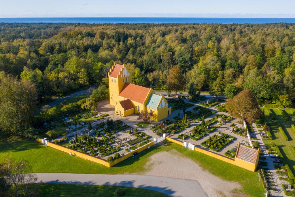 Rørvig Kirke i Odsherred. Foto & drone: John Olsen / www.photodan.dk