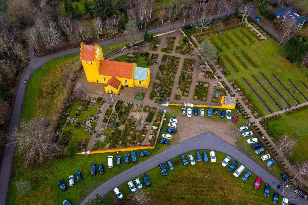 Droneoptagelse af Rørvig Kirke - julegudstjeneste. Foto: John Olsen / www.photodan.dk